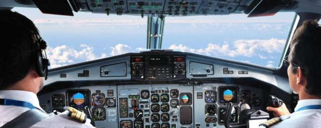 Pasażerowie Marzą By Lecieć Z Tym Pilotem Lot Bo Recytuje