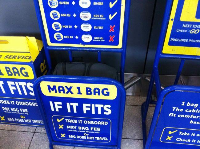 197a85d30bbbc Złota zasada  sprawdzajcie wielkość i wagę waszego bagażu podręcznego przed  udaniem się na lotnisko.
