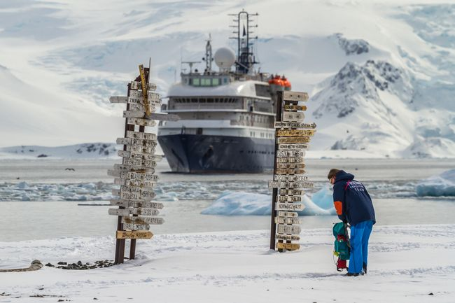 Turyści na Antarktydzie