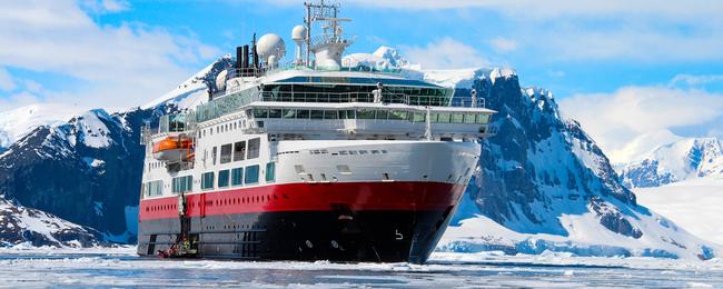 Statek na Antarktydzie