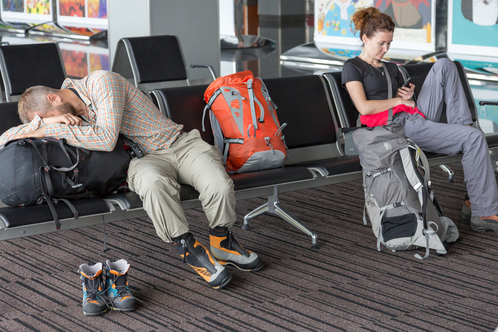spanie na lotnisku