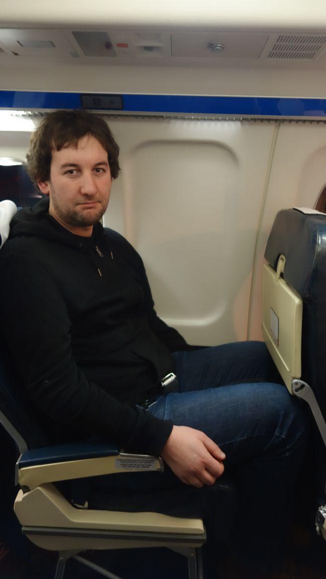 Wysoki pasażer w samolocie