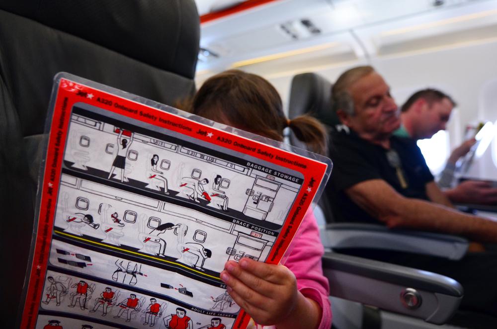 instrukcja bezpieczeństwa w samolocie