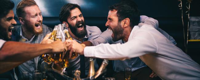 2 facetów łączy się na wieczór panieński darmowe serwisy randkowe w Nowej Funlandii