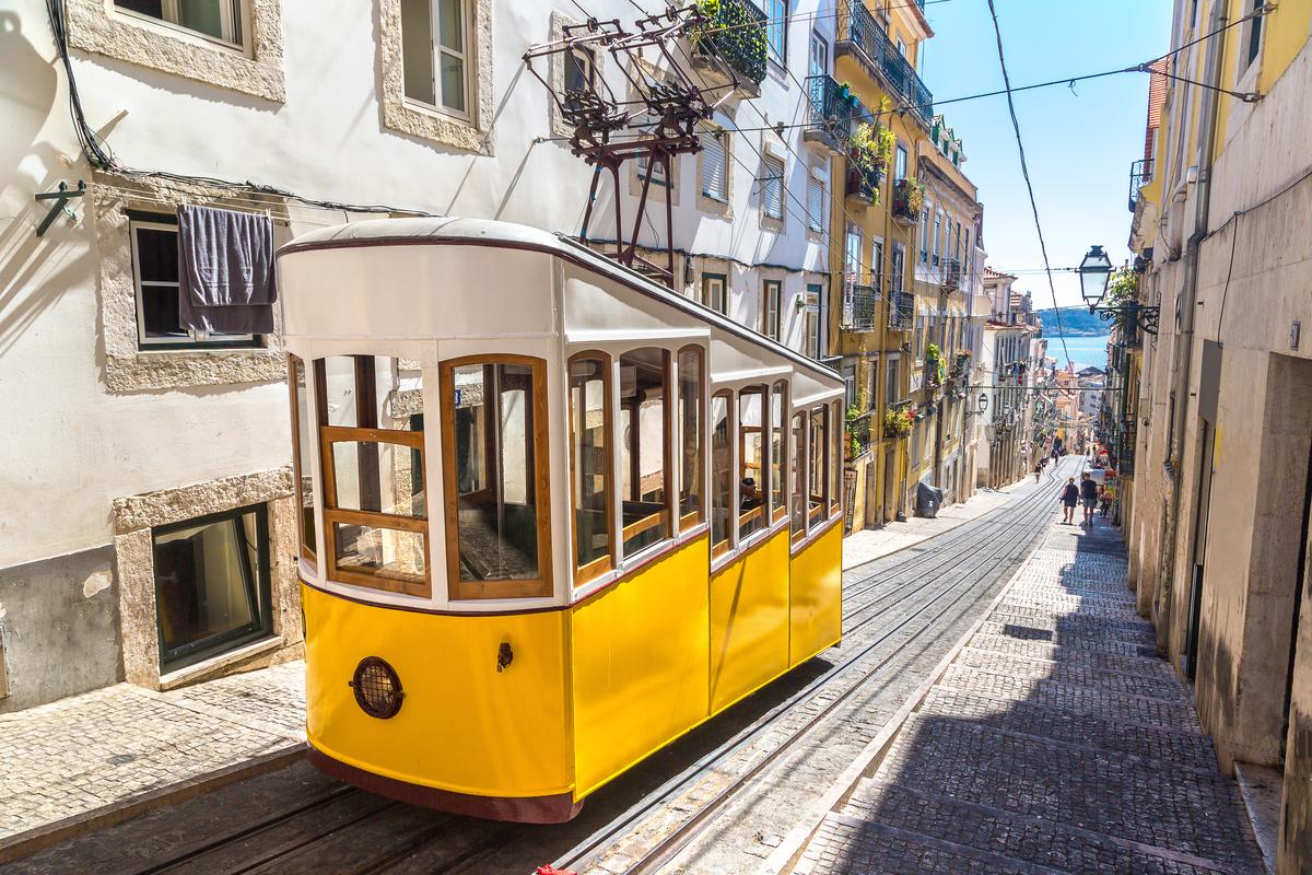 loty do lizbony
