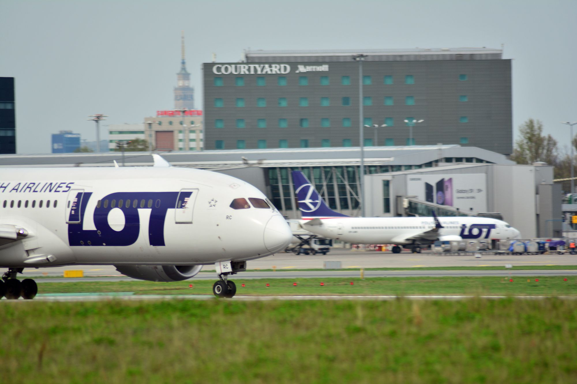 Забастовка у польских авиалиний LOT. 1 мая некоторые самолеты могут не вылететь