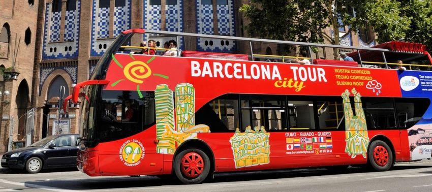 Autobus turystyczny w Barcelonie