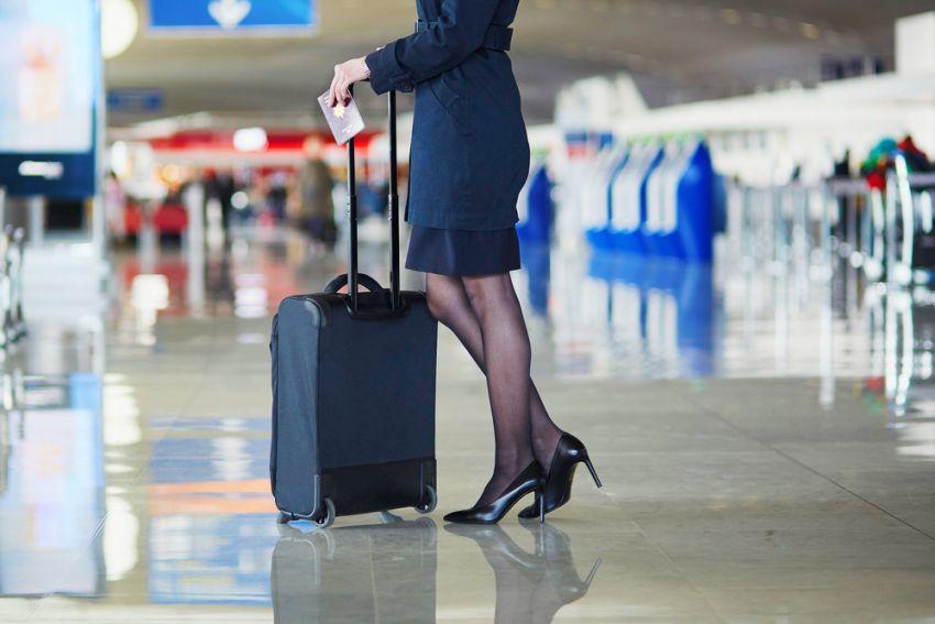 Stewardesa na lotnisku