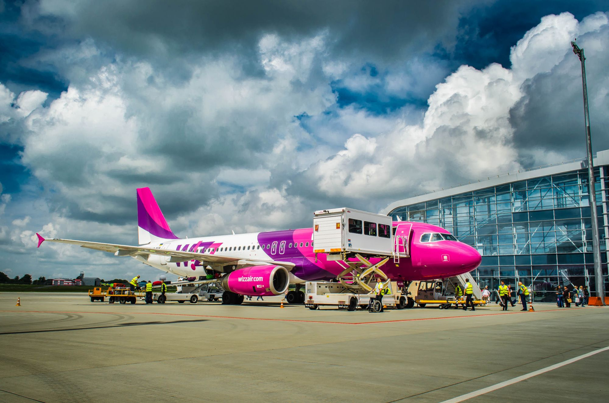 Wizz Air samolot na lotnisku