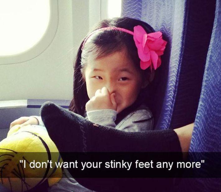 śmierdzące stopy w samolocie