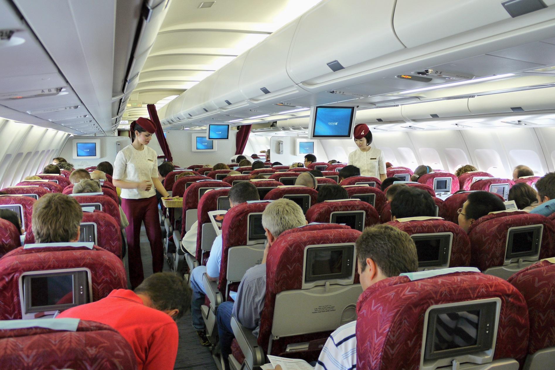 qatar personel pokładowy