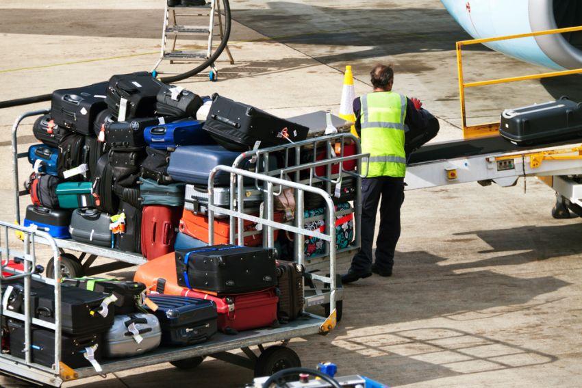 Bagaże na płycie lotniska