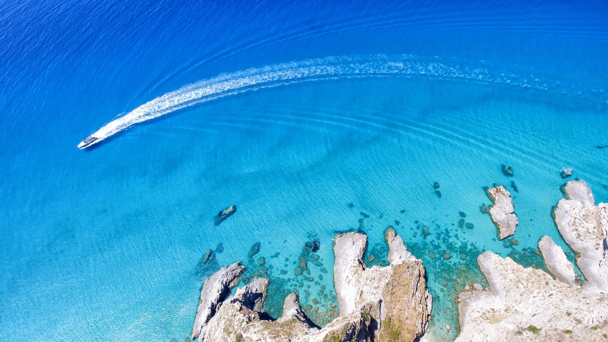 Kalabria motorówka w morzu