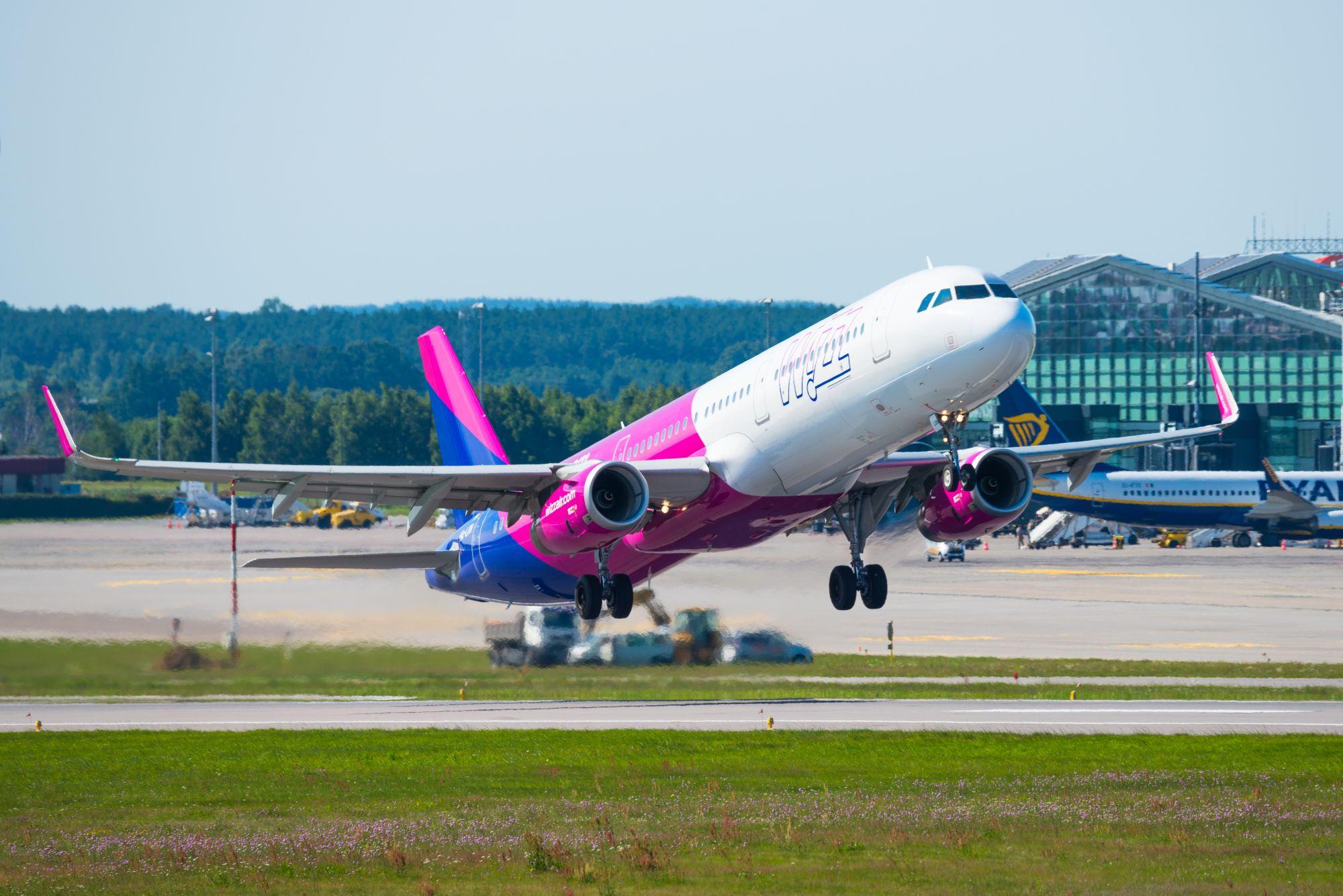 Wizz Air startujący samolot