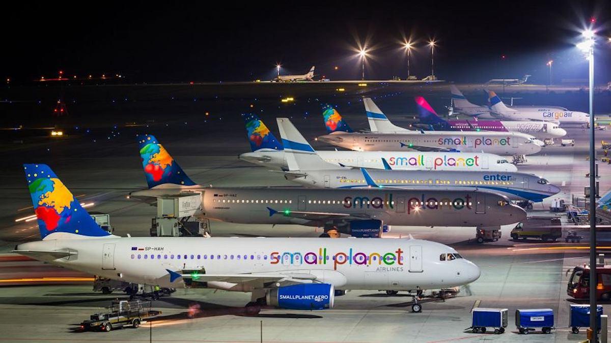 Samoloty na płycie lotniska Katowice