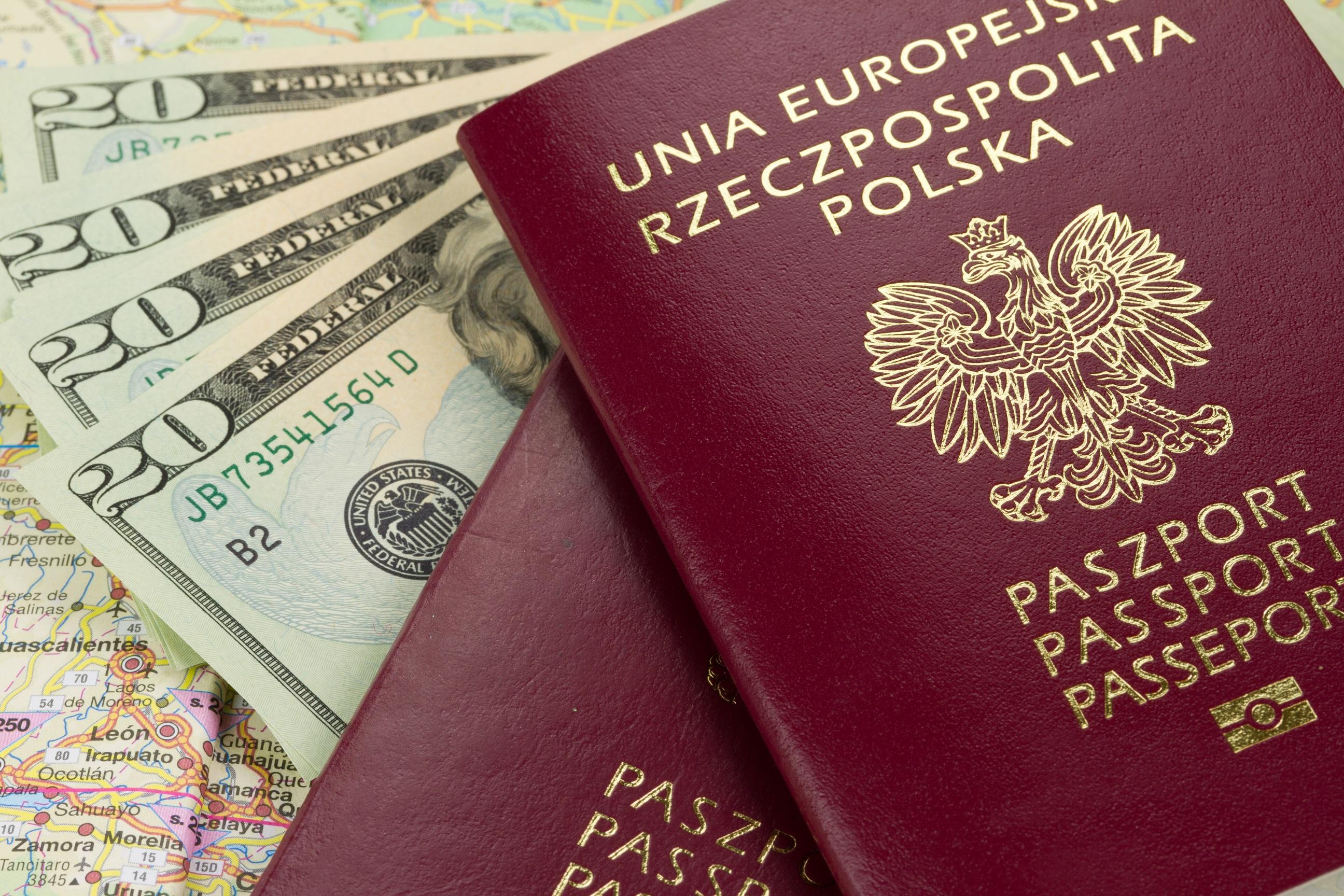 paszport i pieniądze