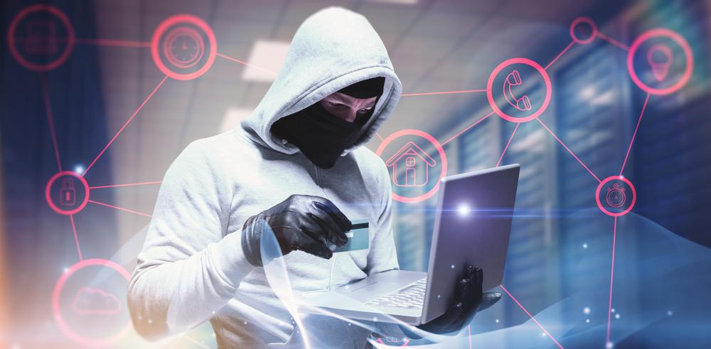 Haker z laptopem