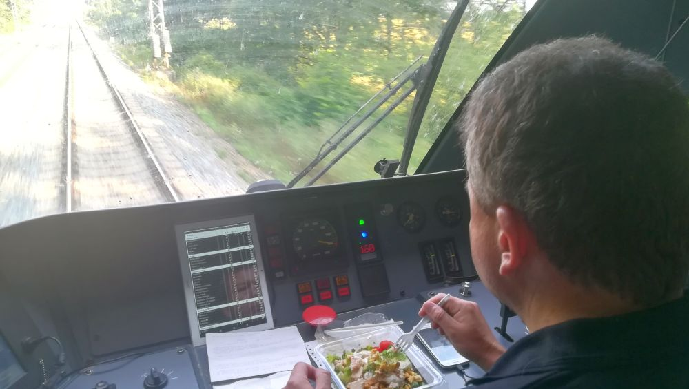 W kabinie maszynisty pociągu Leo Express