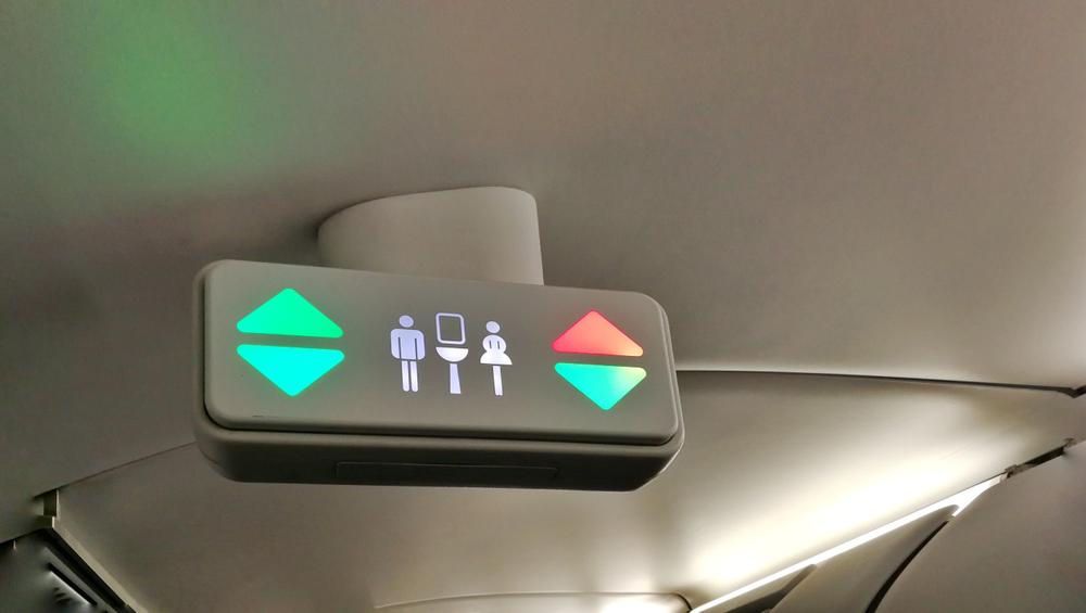 oznaczenie toalety w samolocie