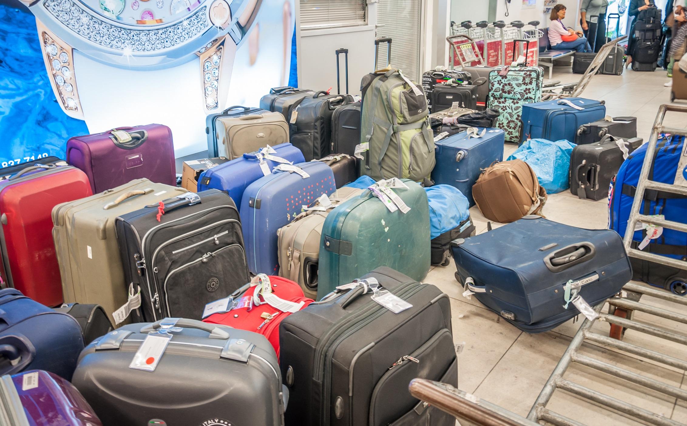 walizki na lotnisku