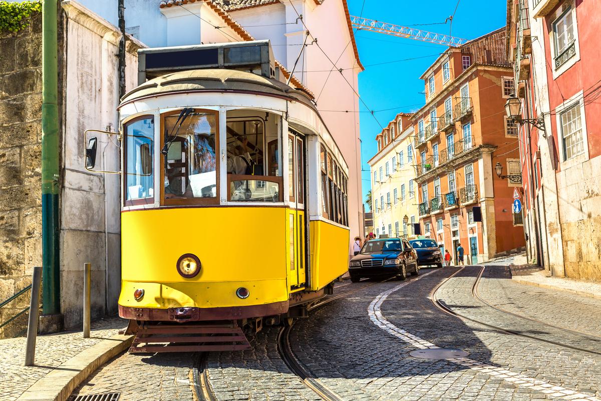Lizbona żółty tramwaj