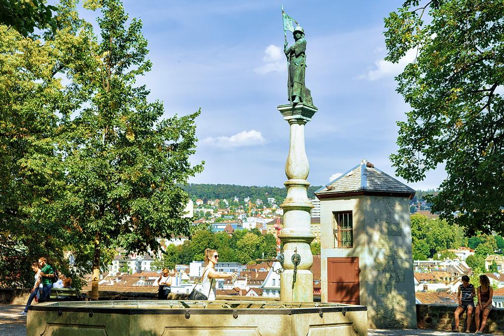 fontanna Lindenhof w Zurychu