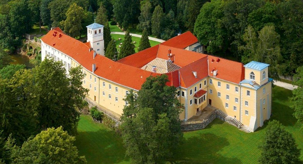Widok hotelu w zamku