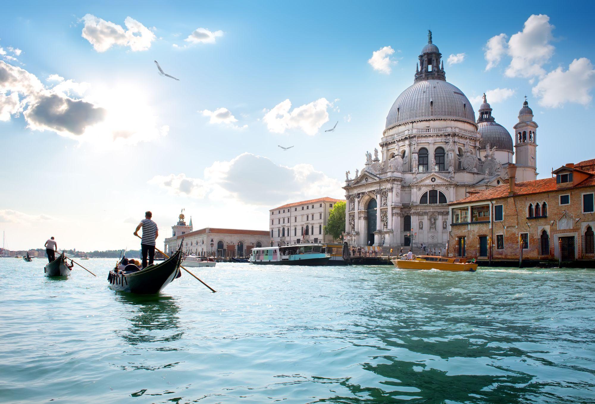 Wenecja kościół nad kanałem