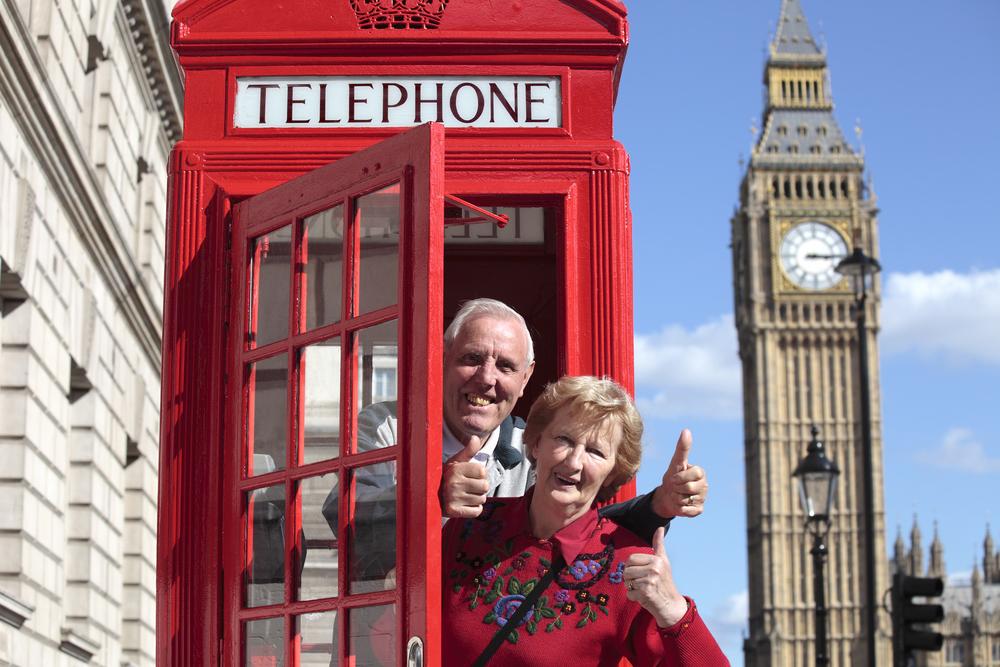 turyści w budce telefonicznej