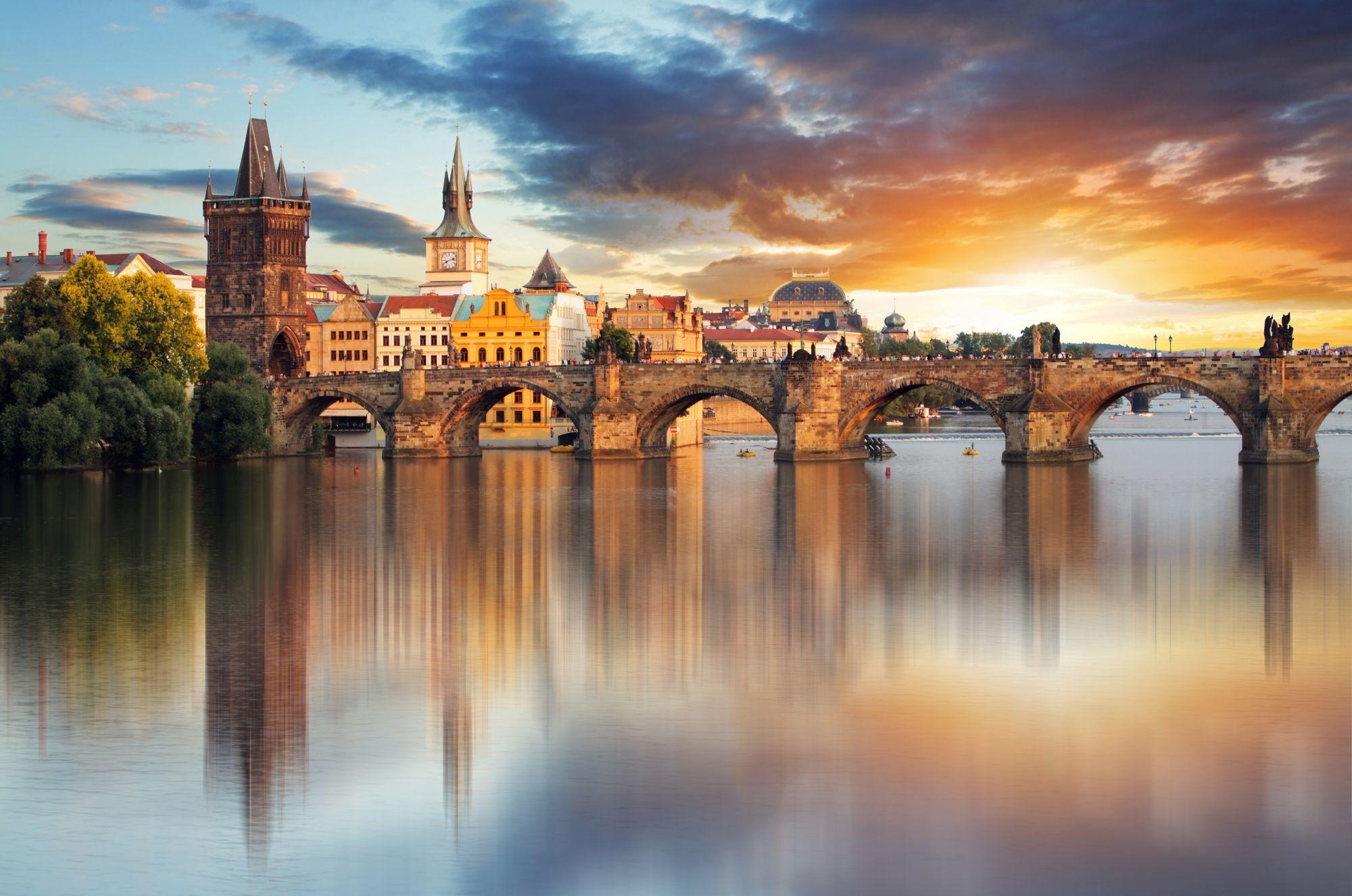 Praga widok rzeki i mostu