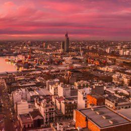 panorama miasta po zmierzchu