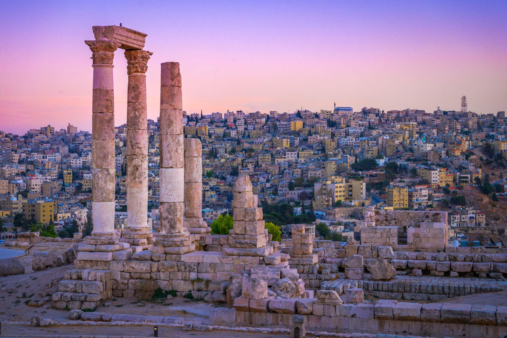 Amman ruiny o zmierzchu