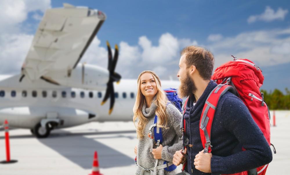 Plecak przy samolocie
