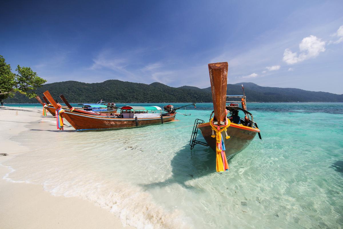Krabi plaża i łódki
