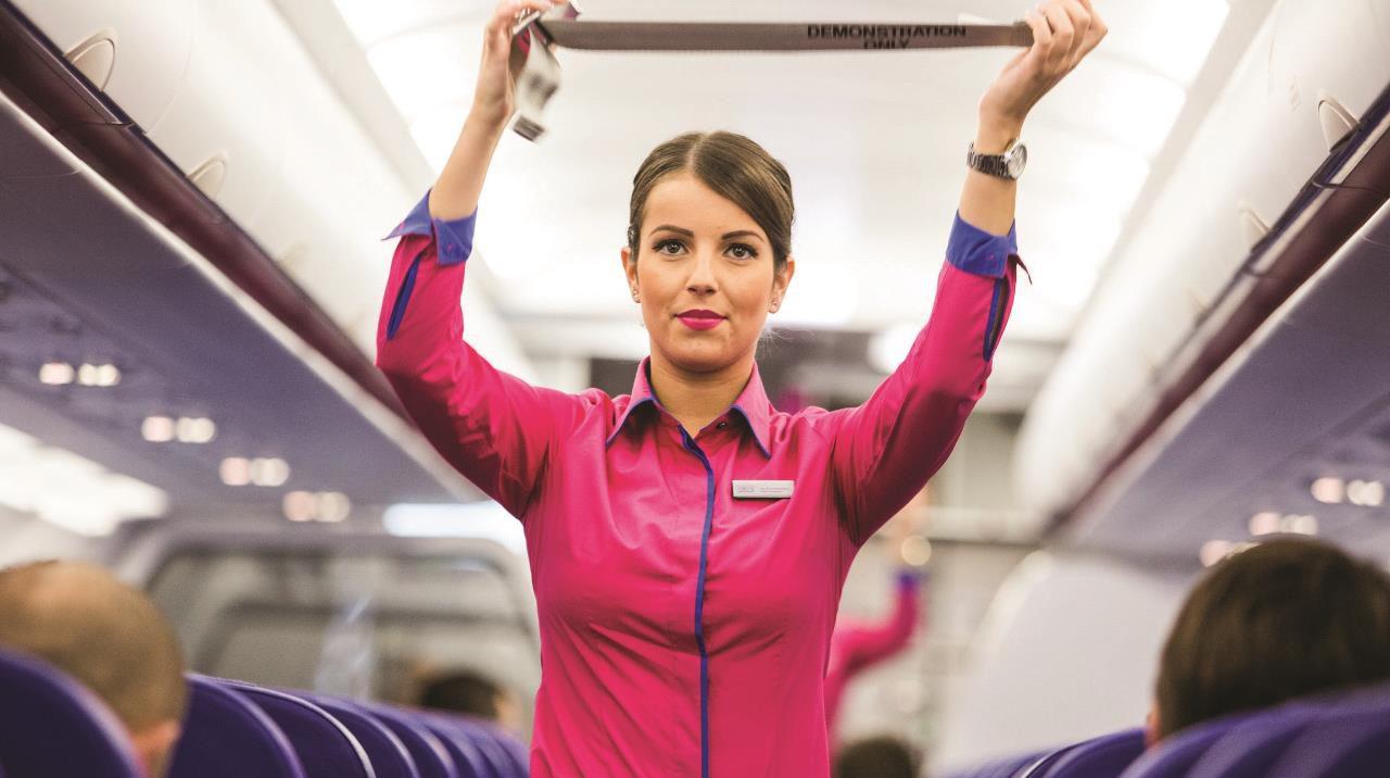 wizz air stewardesa