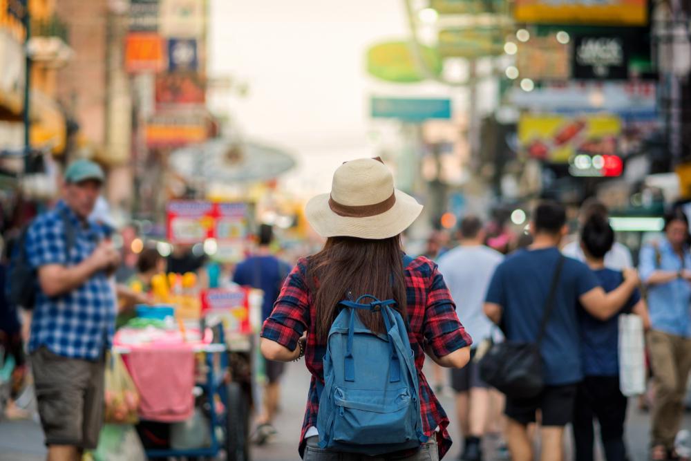 turystka z plecakiem