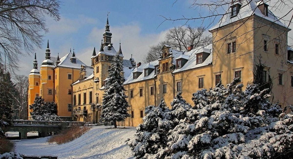 Widok zamku zimą