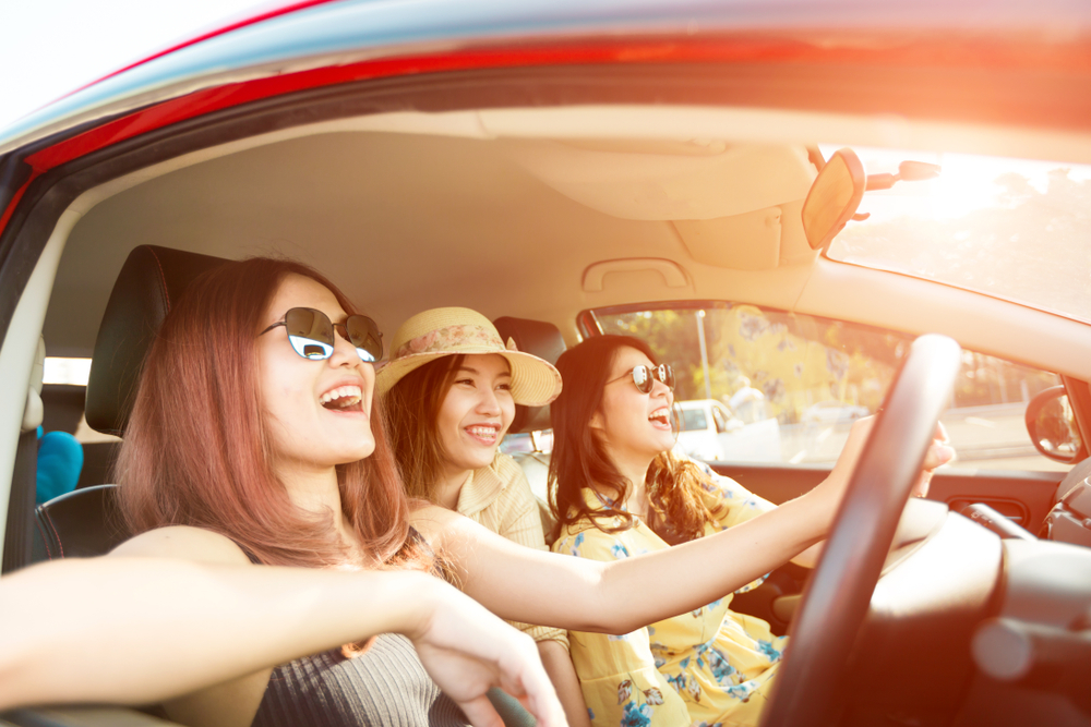 dziewczyny w samochodzie