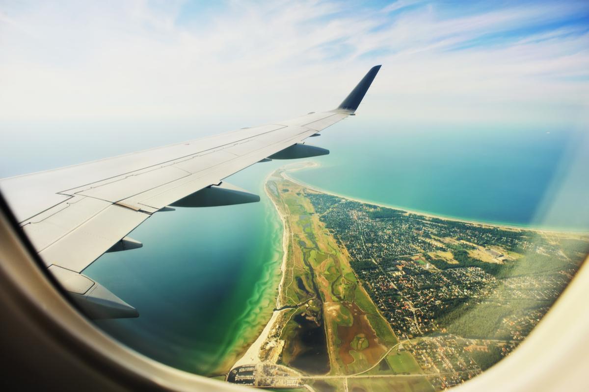 widok z okna w samolocie