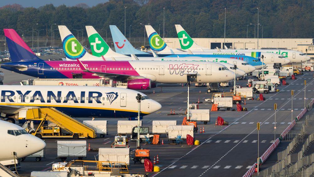Samoloty na płycie lotniska