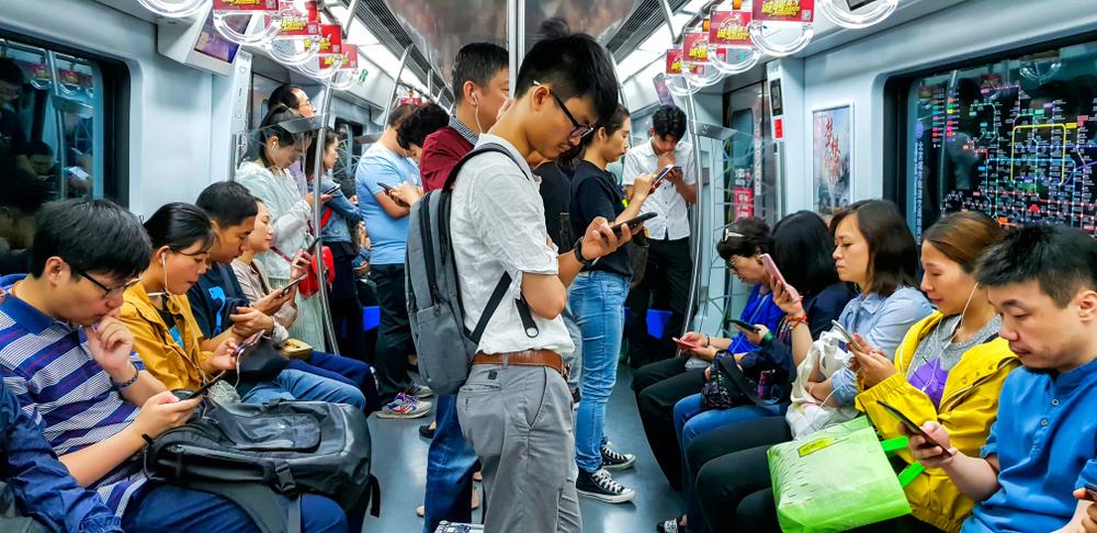 ludzie w metrze