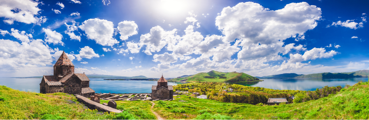 klasztor nad jeziorem
