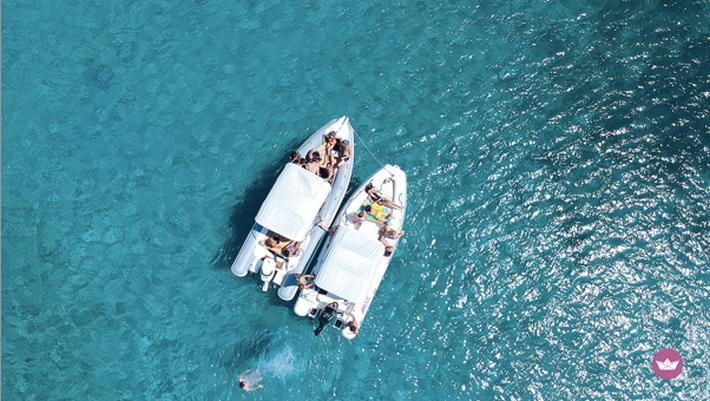 łodzie na wodzie