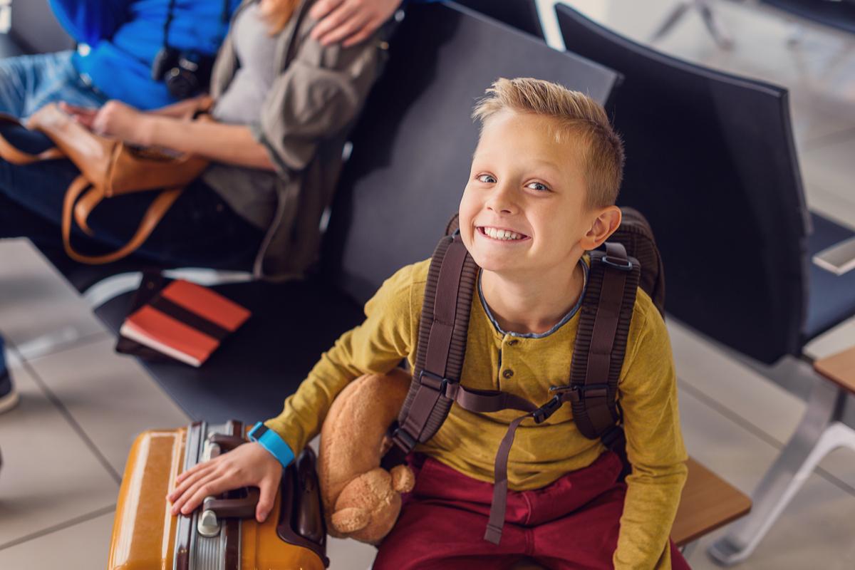 dziecko na lotnisku