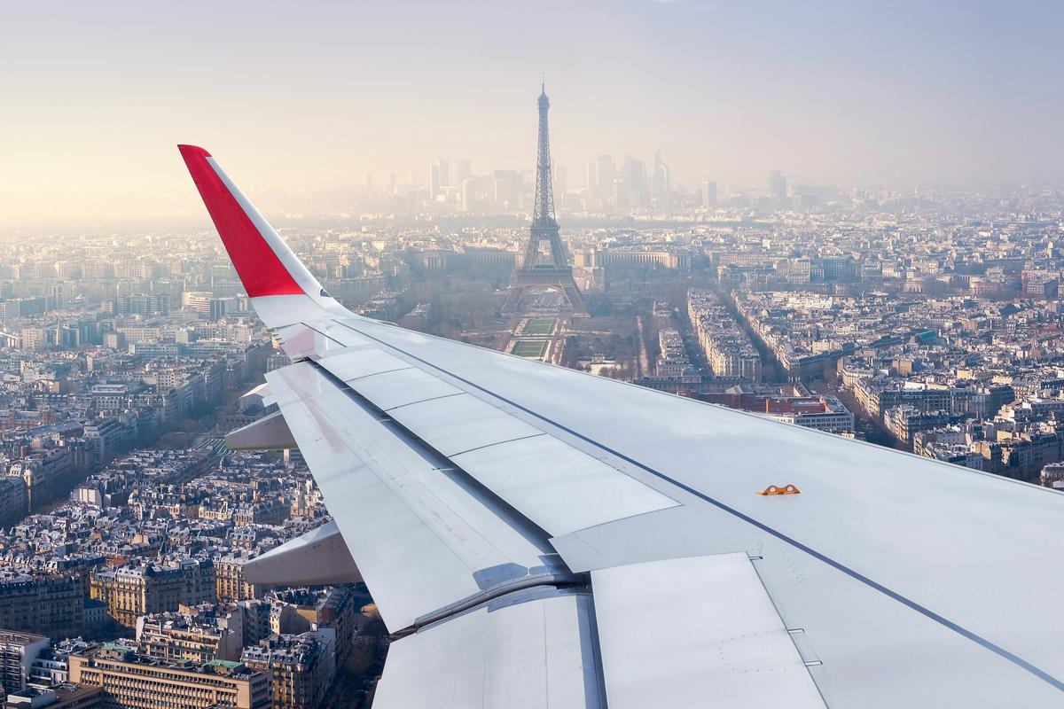 samolot w paryzu