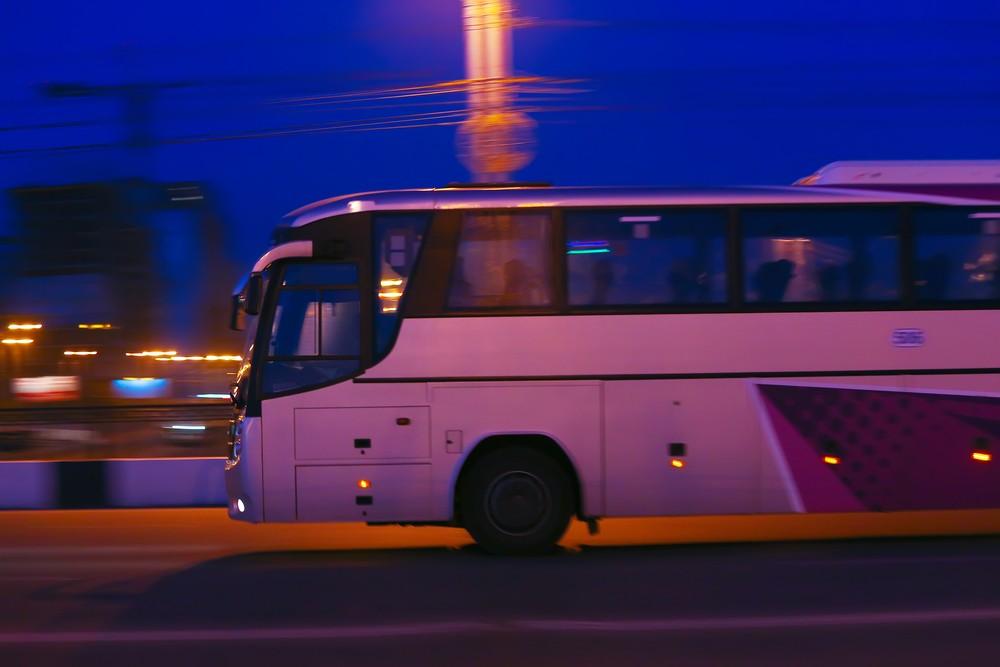 Autobus w nocy