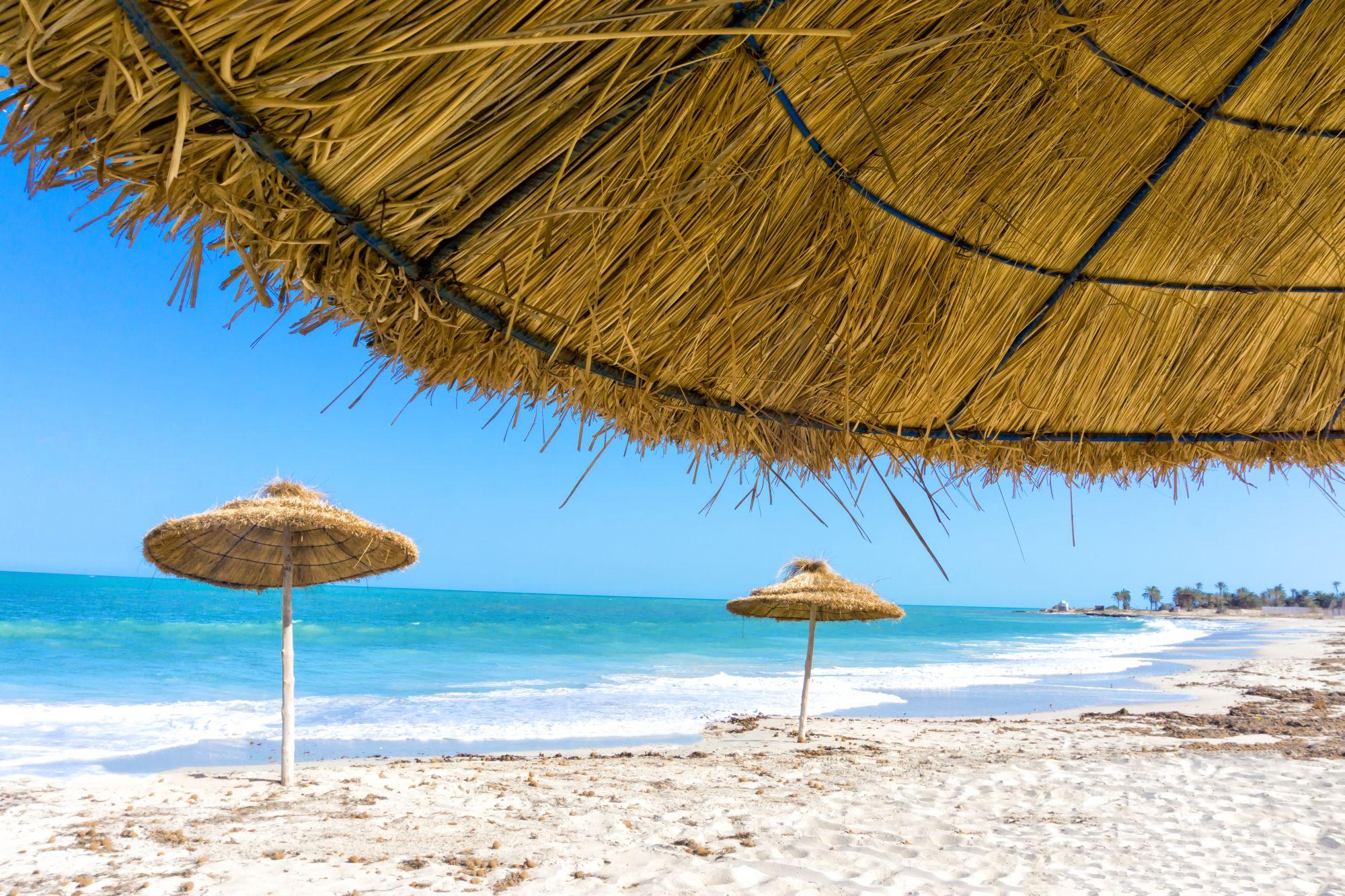 Parasole na plaży