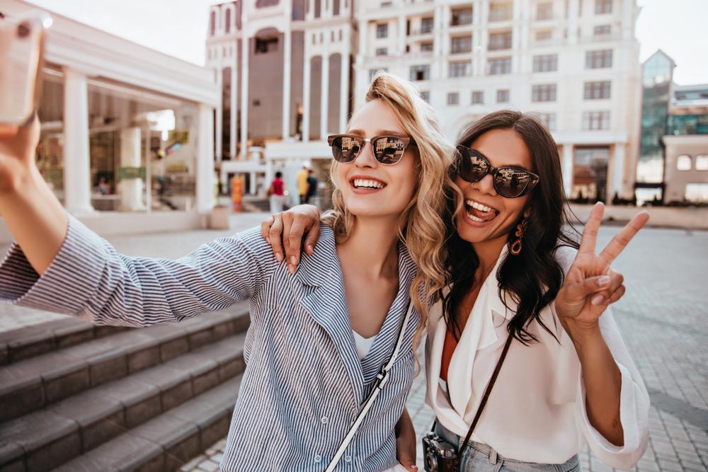 dwie dziewczyny w podróży
