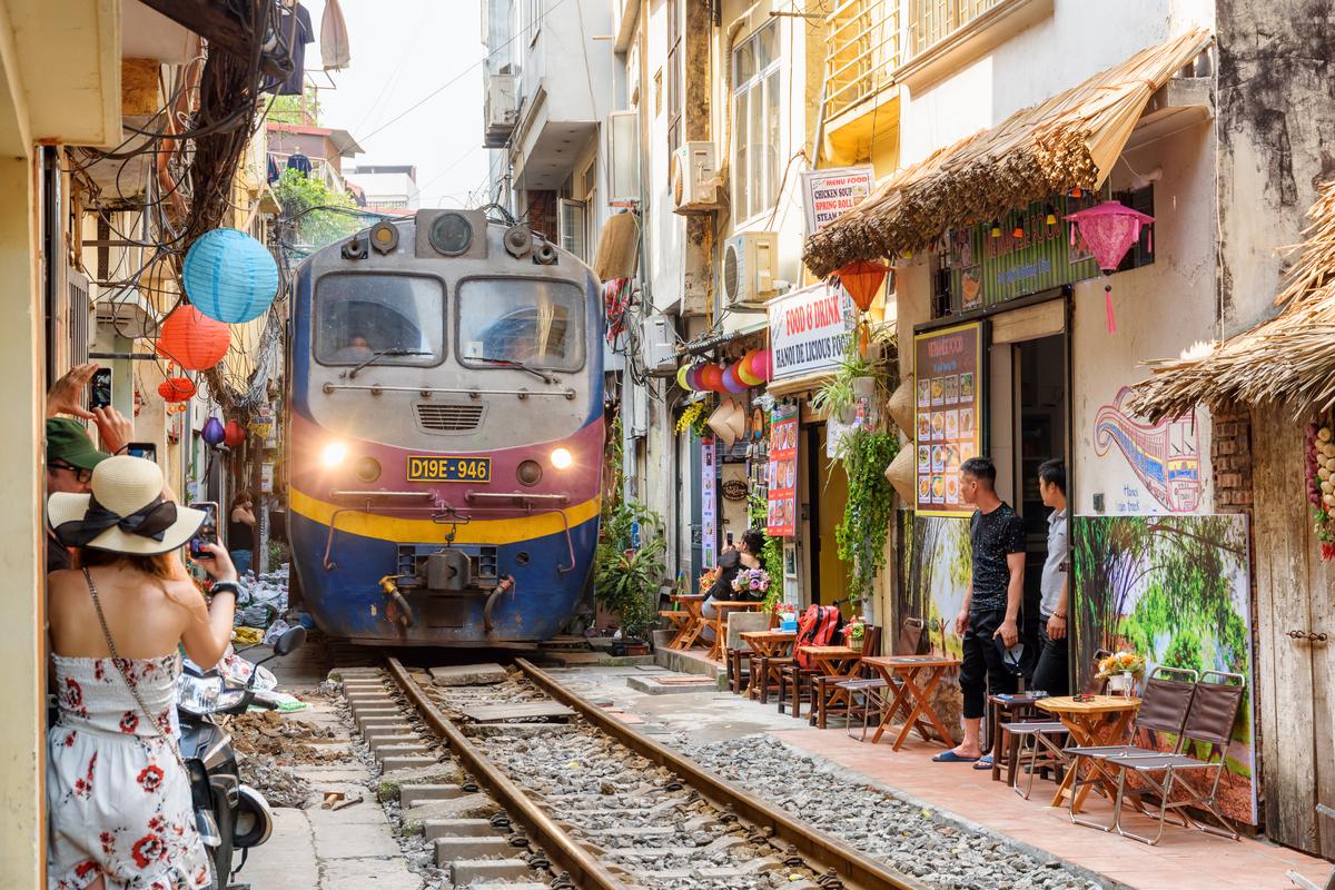 ulica z pociągami