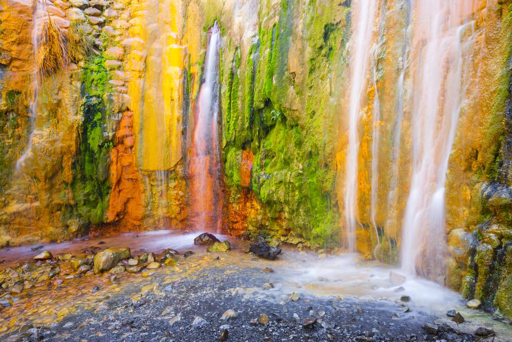 kolorowy wodospad